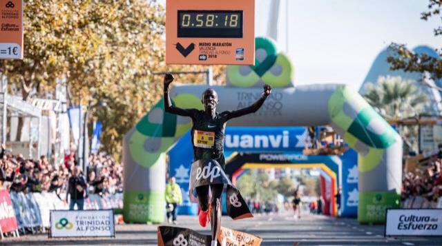 Record du monde du semi-marathon pour Abraham Kiptum à Valence