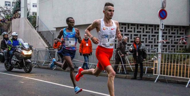 Le Kényan Rhonex Kipruto a établi un nouveau record du monde du 10 km en s'imposant en 26'24, dimanche à Valence (Espagne). De son côté, Julien Wanders a amélioré son record d'Europe en 27'13.