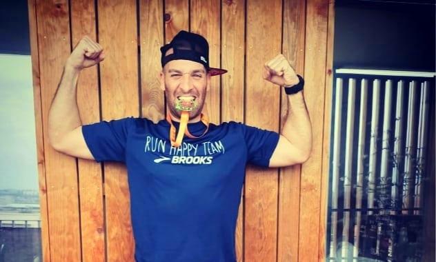 Confiné, il court un marathon… sur son balcon !