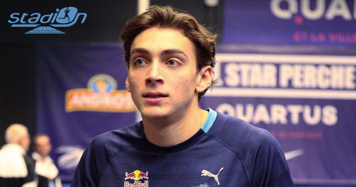 Armand Duplantis met aux enchères le dossard de son record du monde