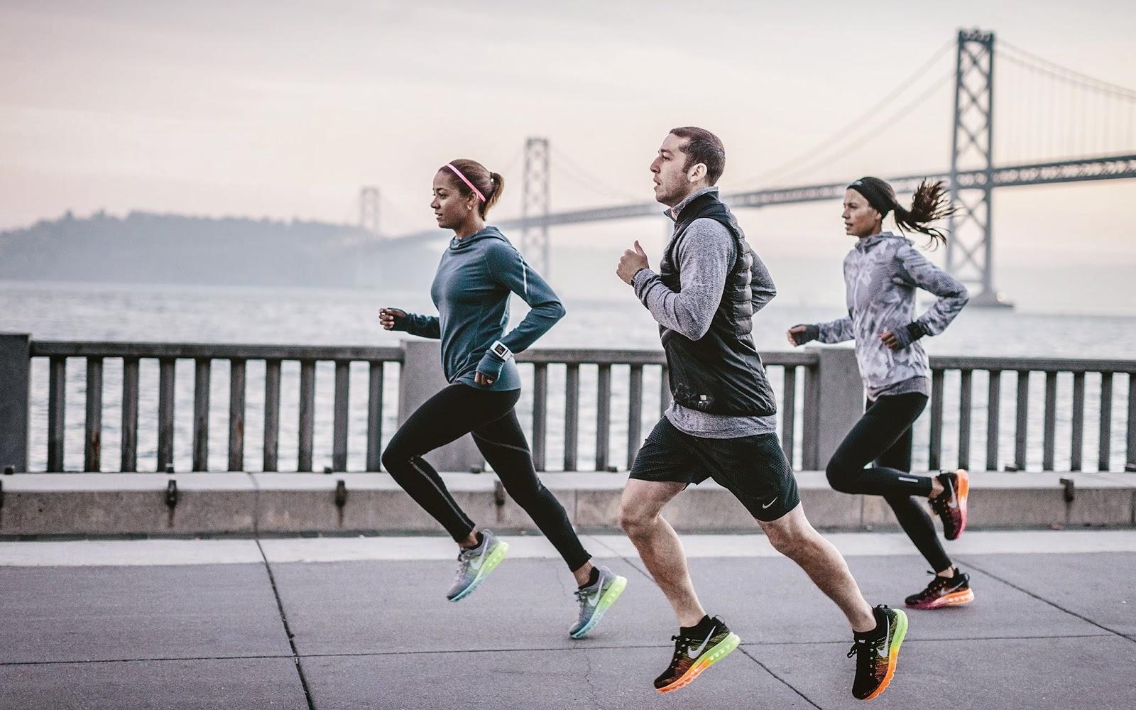 Nike et running sont deux notions liées depuis maintenant des années. Avec des produits en tous genres, aussi bien chaussures que textiles et accessoires, Nike dispose d'une vaste gamme. On vous dit tout pour profiter de promotions allant jusqu'à 50 % sur le rayon running du Nike Store.