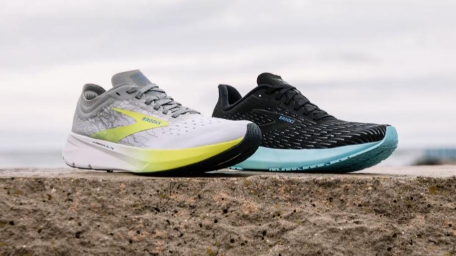 Hyperion Tempo et Elite, ces chaussures avec plaque de carbone de Brooks