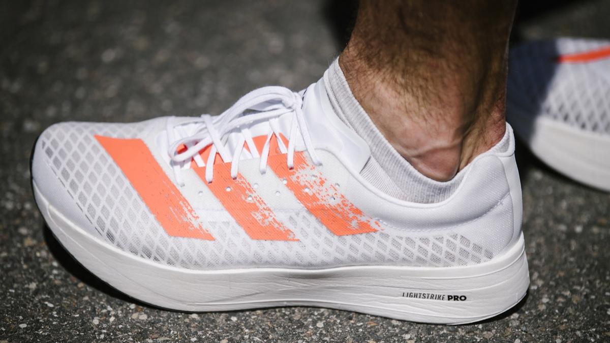 Aujourd'hui, nous vous présentons le nouveau membre de la famille Adidas adizero : L'adizero adios Pro. Stadion vous décortique cette chaussure de running qui a été conçue en collaboration avec les ambassadeurs de la marque.