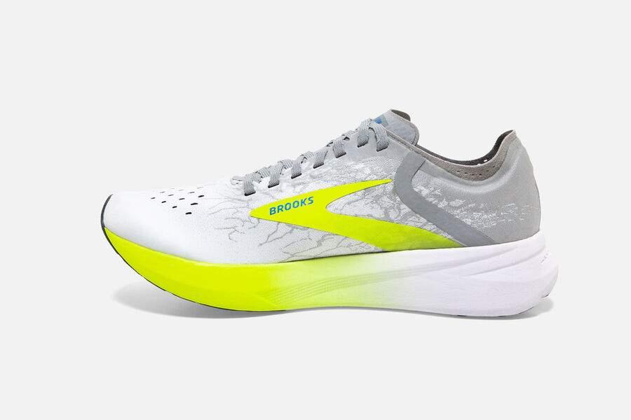 Brooks Running a lancé début février deux nouveaux modèles de chaussures de running sous le nom d'Hyperion : la Tempo et la Elite pour les runners ou triathlètes qui recherchent un modèle compétitif et une protection sur longues distances.
