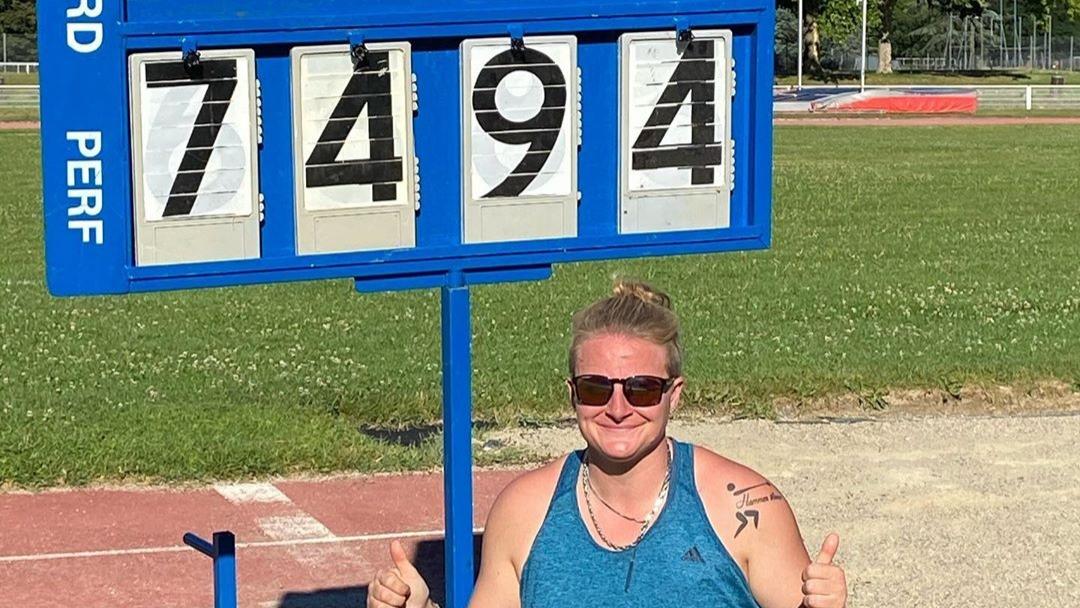 Alexandra Tavernier a effectué une rentrée tonitruante ce samedi à Vénissieux au lancer du marteau en établissant un nouveau record de France à 74,94 m.