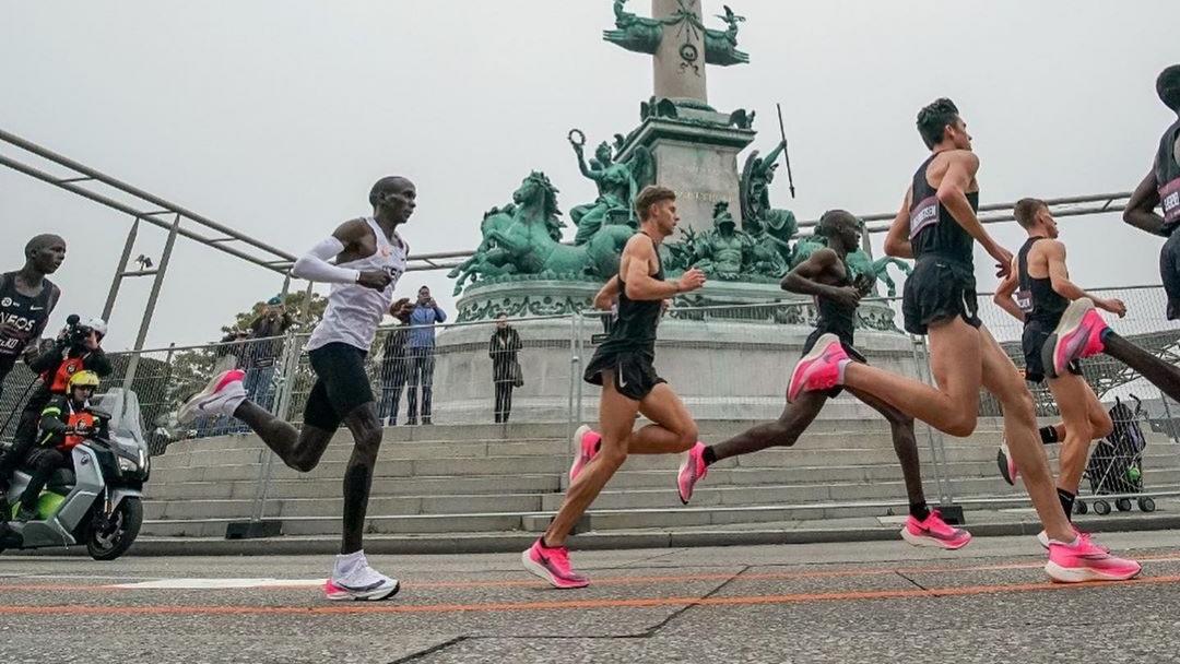 La fédération internationale d'athlétisme, World Athletics, a décidé de revoir ses règles sur les chaussures utilisées par les athlètes sur la piste.