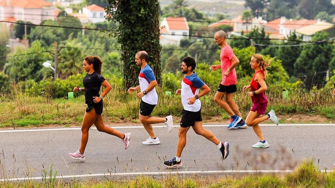 """Du 11 au 22 novembre, ASICS lance un marathon virtuel intitulé """"ASICS World Ekiden 2020"""" qui réunira des équipes de six personnes des quatre coins du monde."""