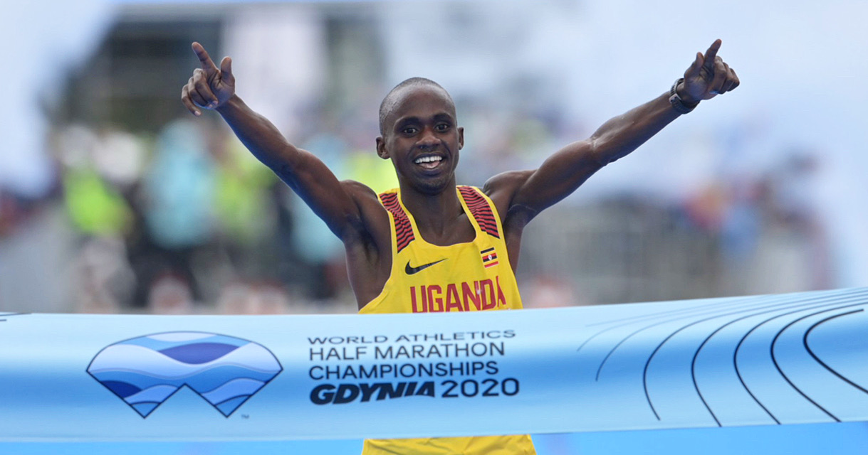 Le froid et le ciel grisâtre de Gdynia n'ont en rien perturbé Jacob Kiplimo : l'Ougandais s'est offert ce samedi le titre de champion du monde de semi-marathon en 58'49.