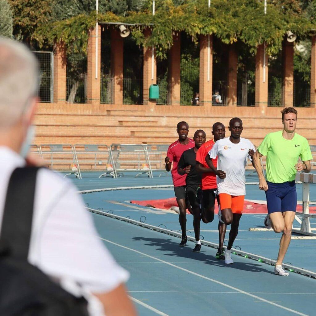 """Ce mercredi 7 octobre à 21h30 à Valence (Espagne), l'Ougandais Joshua Cheptegei s'attaque au record du monde du 10 000 m détenu par l'Éthiopien Kenenisa Bekele en 26'17""""53."""