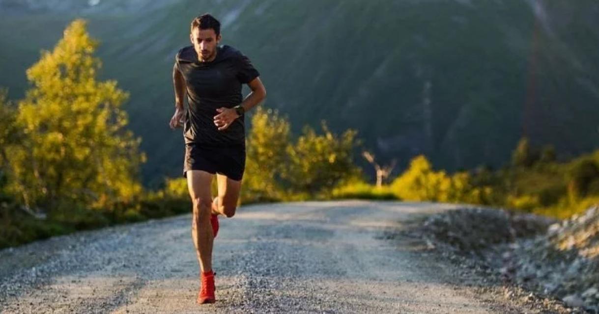 Pour sa première expérience sur la distance, l'ultra traileur espagnol Kilian Jornet a bouclé son 10 km en 29'59 à Hole, en Norvège.