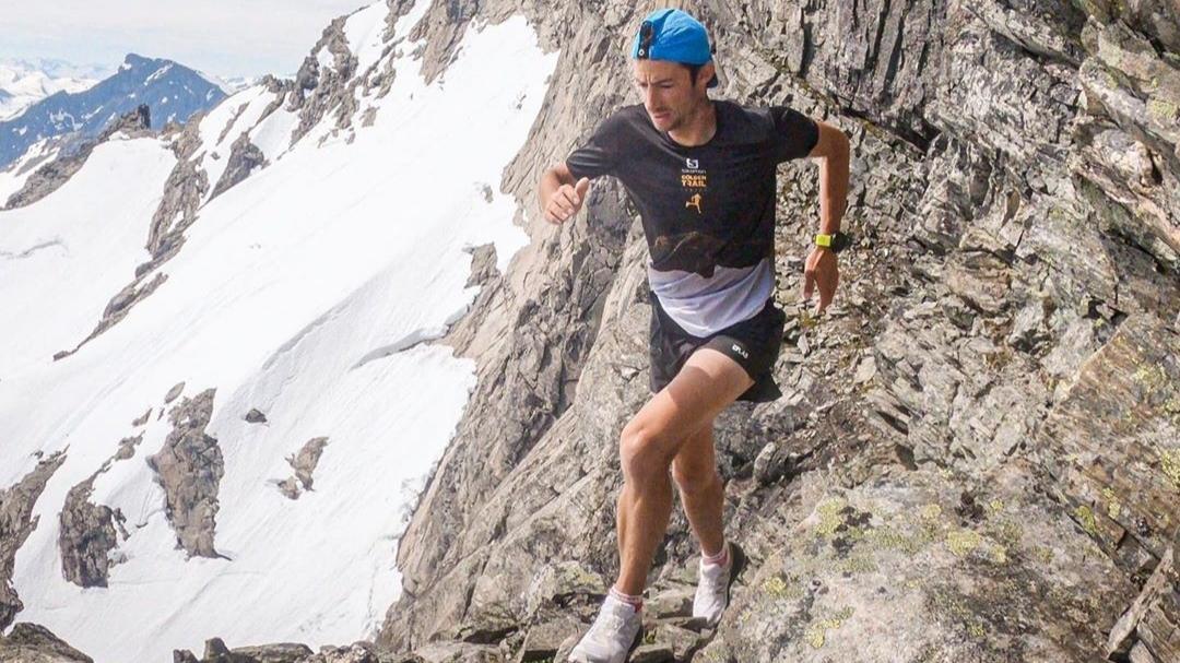 Kilian Jornet va s'attaquer au record du monde des 24 heures sur piste détenu par le Grec Yannis Kourous depuis 1997 avec 303,5 km.