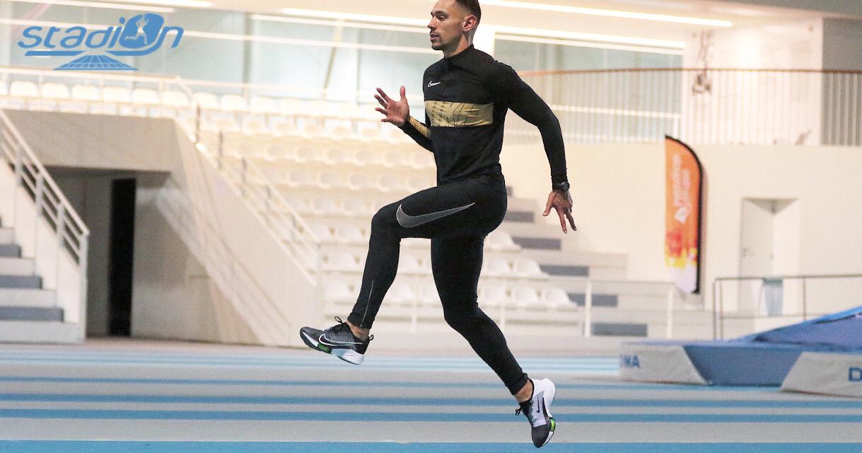 Nous avons testé la Nike Air Zoom Tempo Next% pendant deux semaines et réservé une séance photo toute particulière au Stadium Pierre-Quinon de Nantes.