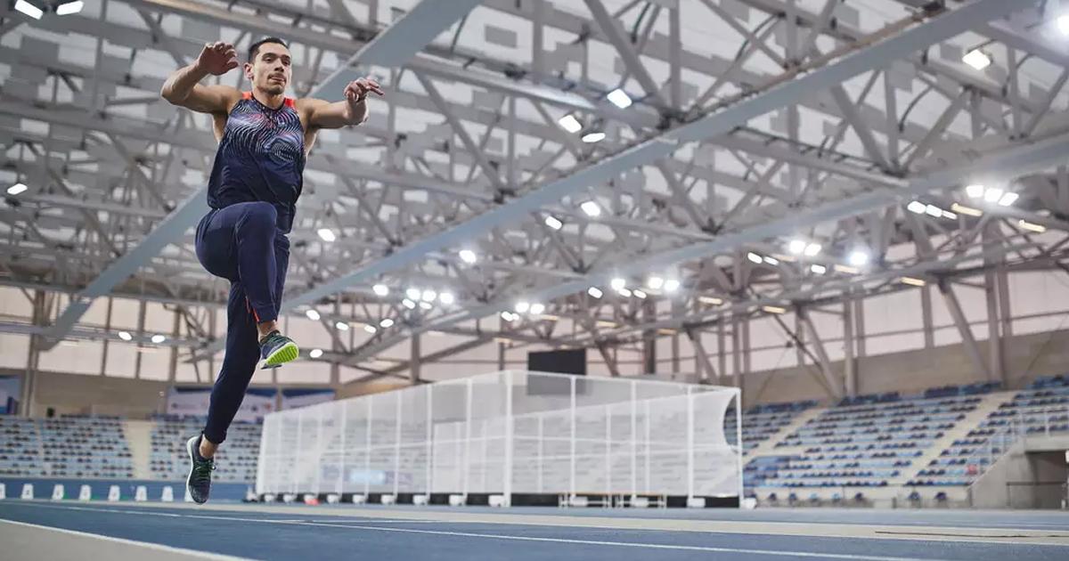 Décathlon frappe fort en ce début d'année avec le lancement de la Training Track, première chaussure d'athlétisme dédiée à l'entraînement.