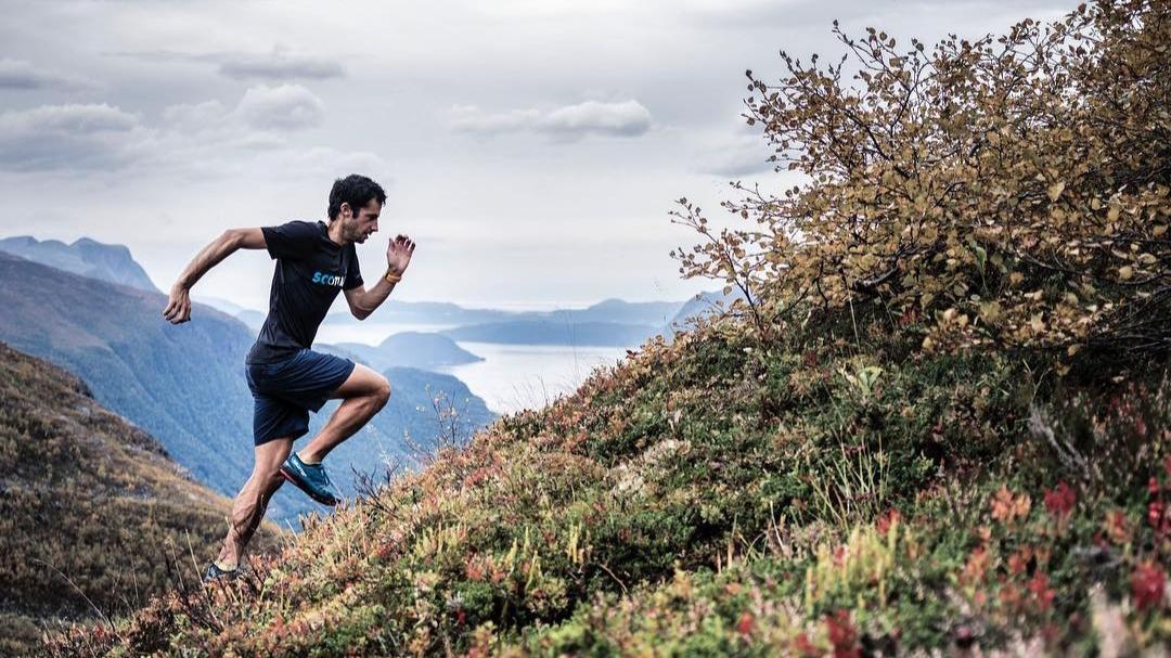 Le cinquième livre de la légende de l'ultra-trail Kilian Jornet dans lequel il évoque ses exploits athlétiques et son rapport particulier à l'Everest, sort ce mercredi 4 novembre.