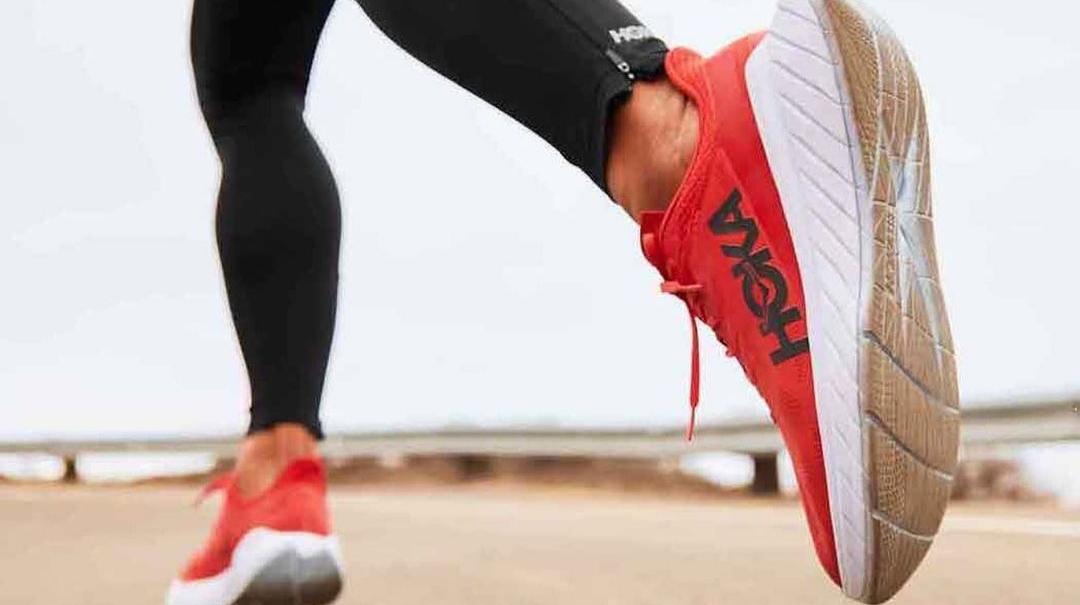 Pour célébrer la sortie de la Carbon X 2, Hoka One One organisera le 23 janvier, aux États-Unis et au Japon, des tentatives de record du monde du 100 km par plusieurs de ses athlètes, sous le nom de « Project Carbon X 2 ».