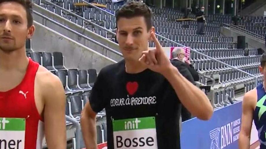 Pierre-Ambroise Bosse cherche un équipementier et le dit sur son tee-shirt