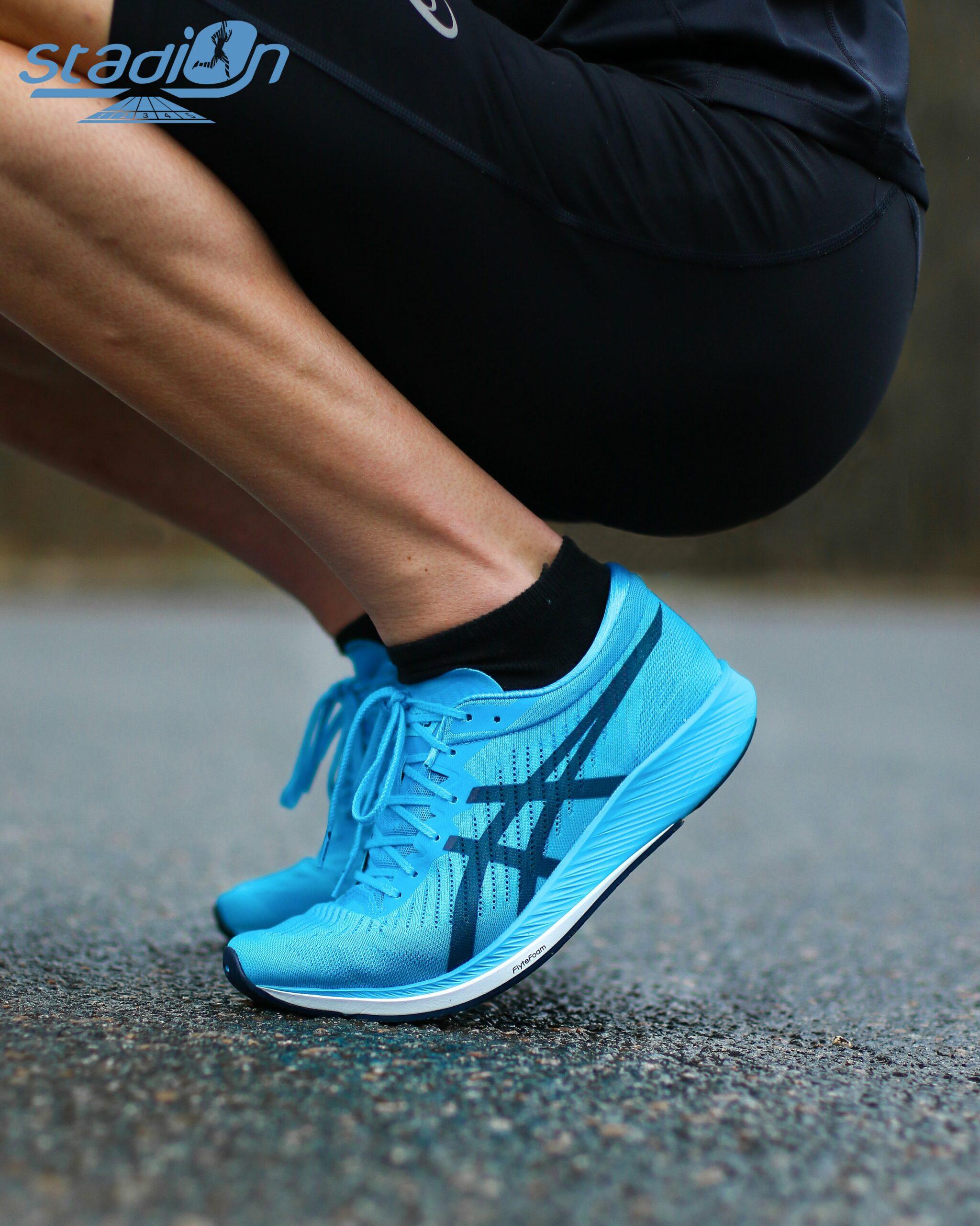 On a testé la Metaracer, chaussure avec plaque carbone d'Asics