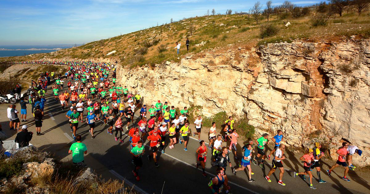 Alors que les 20 km de Marseille-Cassis séduisent chaque année plus de 20 000 coureurs, la classique provençale a été contrainte, comme bien d'autres, d'annuler son édition 2020 compte tenu de la crise sanitaire.