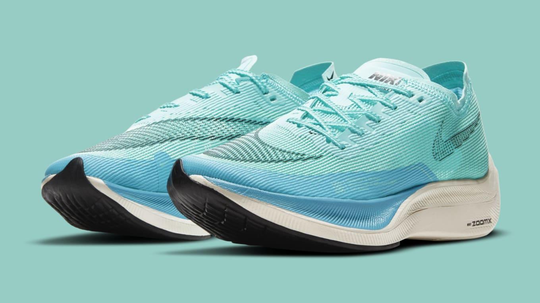 Quelques jours après vous avoir présenté la Nike ZoomX Vaporfly NEXT% 2, cette très attendue paire de running est disponible à la vente depuis ce jeudi 25 mars sur le site de la marque au Swoosh.