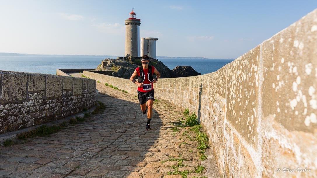Le 15 mai prochain, Jérémy Desdouets va tenter d'établir le record de vitesse sur le GR 34 entre le Mont-Saint-Michel et Saint-Nazaire.
