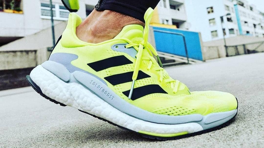 Le dernier modèle running d'Adidas, la Solar Boost 3 est conçue pour des runs stables et dynamiques. Idéale pour les entraînements quotidiens.