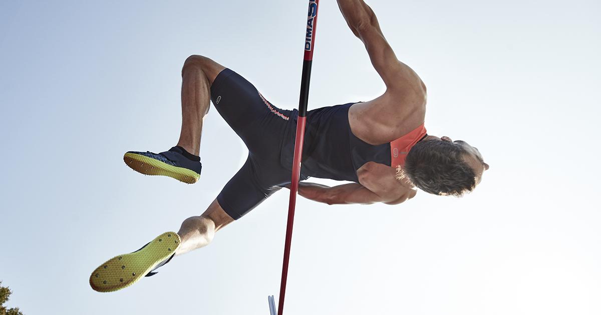 Decathlon a lancé mardi dernier une paire de pointes conçue pour les spécialistes du saut en hauteur baptisée AT HIGH JUMP.