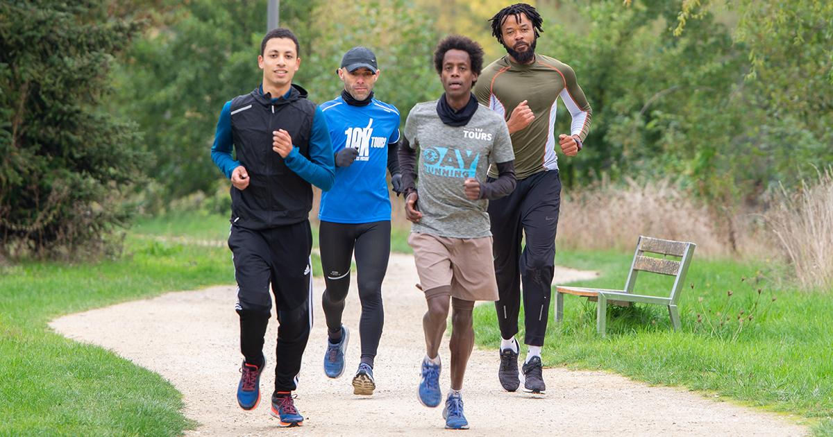 Yosi Goasdoué, membre de l'équipe de France d'Athlétisme 2018 et champion de France de semi-marathon 2015, a fondé en 2020 DAYTOURSPORT, association d'inclusion par la pratique du sport à Tours.