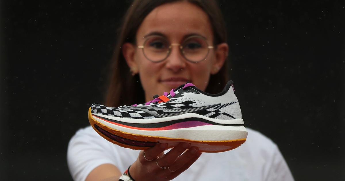 Un an après la première version de la Endorphin Pro, chaussure compétition à plaque de carbone, Saucony a dévoilé la deuxième version.