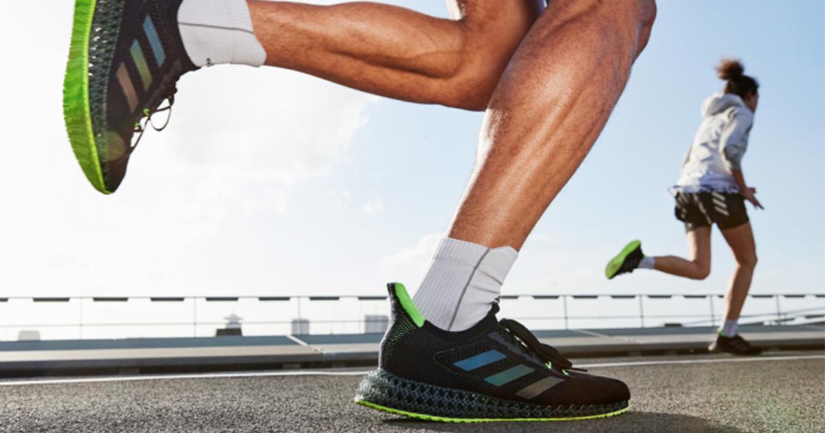 Adidas Running présente le dernier modèle de chaussures 4DFWD d'Adidas. 4DFWD est la dernière innovation de semelle intermédiaire 3D imprimée à partir de données, conçue pour propulser les coureurs vers l'avant.