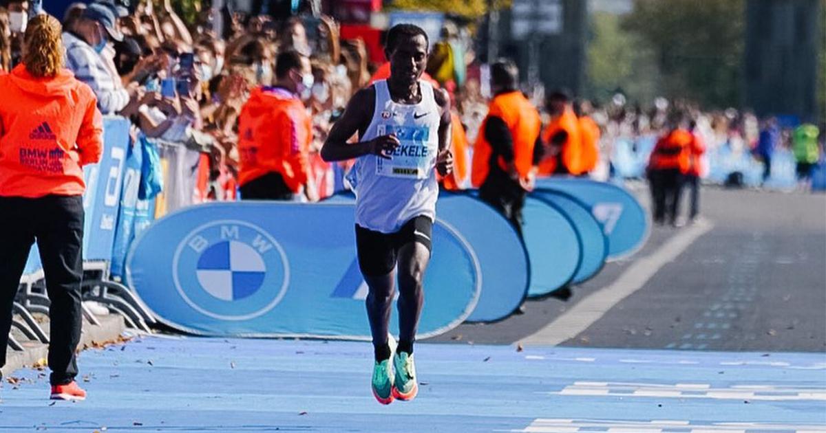 Parti sur un rythme plus rapide que le record du monde d'Eliud Kipchoge jusqu'à la mi-course, l'Éthiopien Guye Adola a remporté le Marathon de Berlin ce dimanche dans le chrono de 2h05'45.